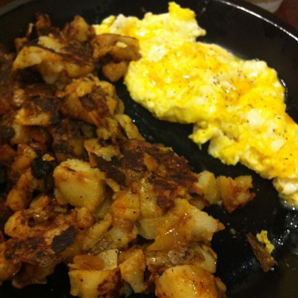 Scrambled Eggs @ Bagel King