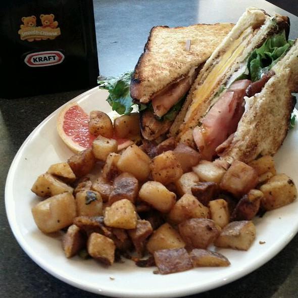 Breakfast @ The Wellington Diner