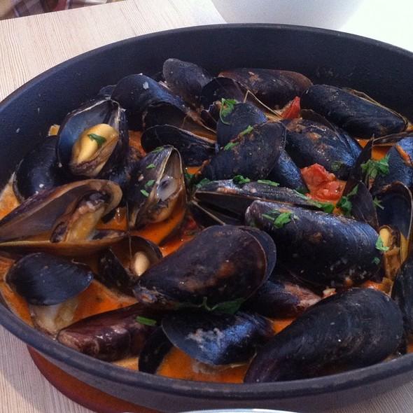 Chorizo Fennel Mussels @ Brabo Tasting Room