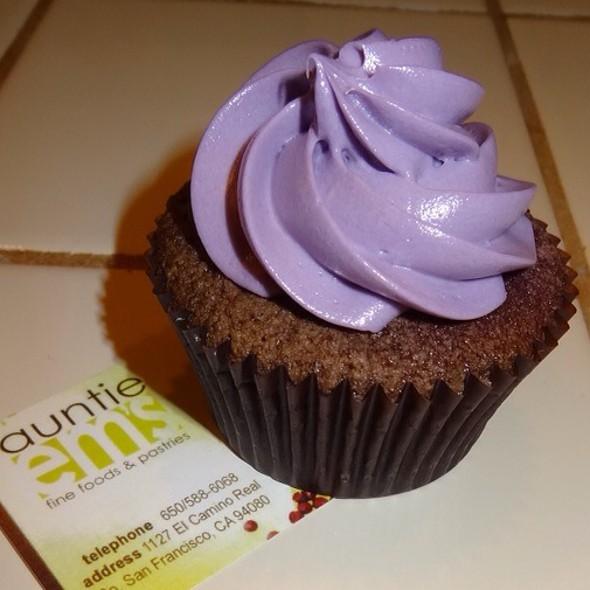 Ube Cupcakes @ Auntie Em's Fine Foods & Pastries