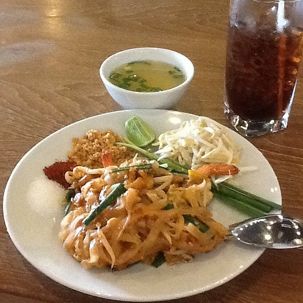 Pad Thai Lunch Set @ Talay Bangkok