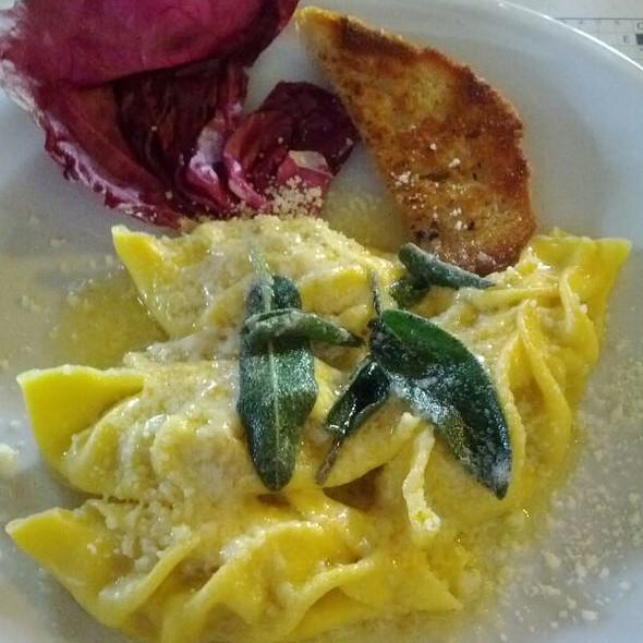 Raviolone ai Zucchine Grigliate, Grana e Speck al Burro e Salvia @ Vecchia Osteria Monte Rosa