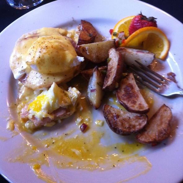 Eggs Benedict - Charlie's Restaurant and Irish Pub at the Water Street Inn, Stillwater, MN