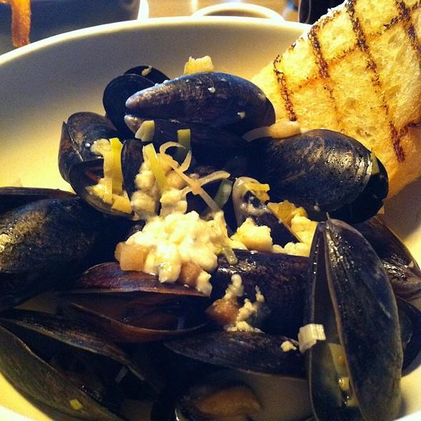 Bleu Blonde Mussels @ Gram & Dun