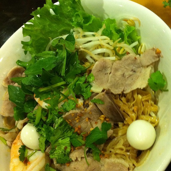 House Special Dry Egg Noodle With Soup On The Side  @ Hai Phong Vietnamese Restaurant
