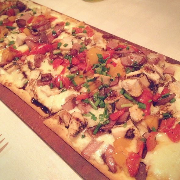 Chicken & Roasted Pepper Flatbread @ Maggiano's Little Italy