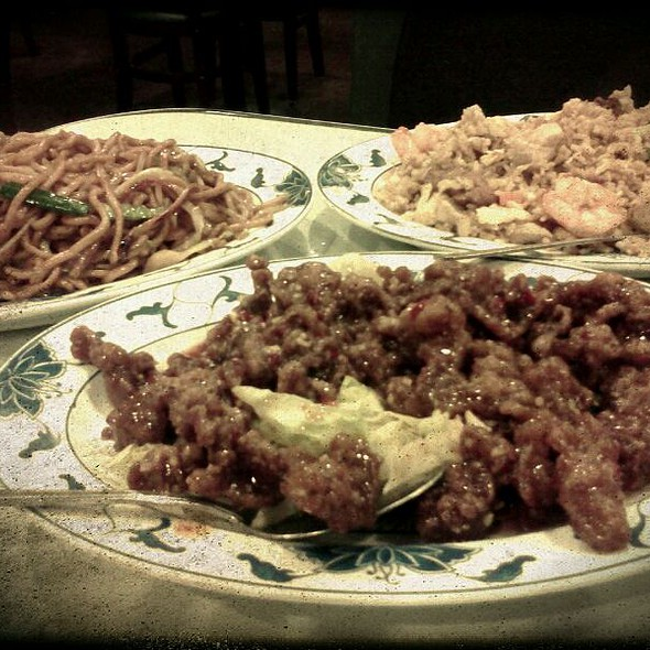 Szechuan Beef, Shrimp Chow Mein, And Deluxe Fried Rice @ King Dong Restaurant