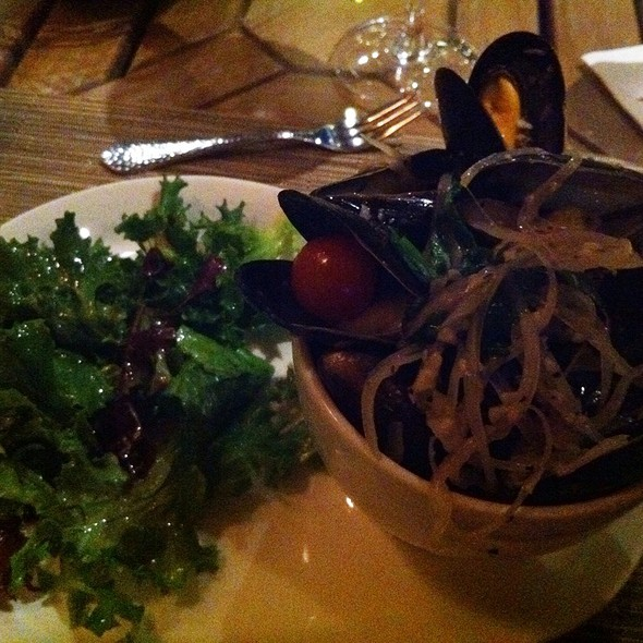 Mussels & Green Salad @ Hilton Waterfront Beach Resort