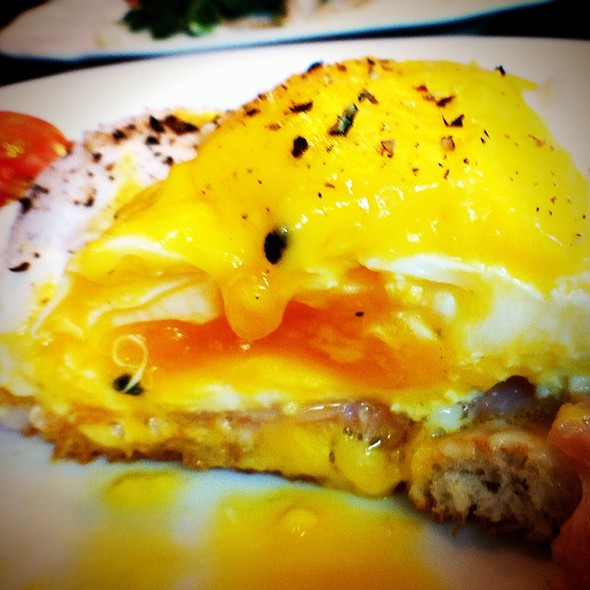 Egg Benedict @ Made My Day