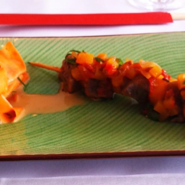 Thuna-Sashimi-Spieß @ restaurant syrtaki