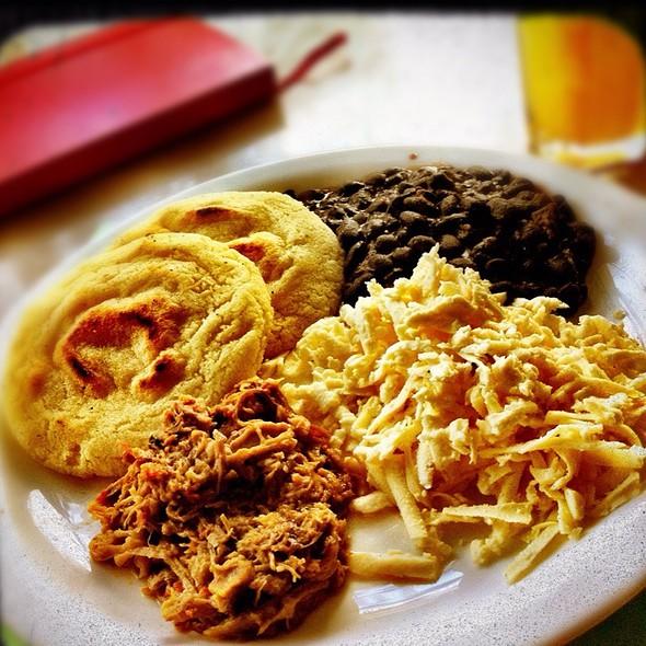 Desayuno criollo @ Franca Coffeecakes