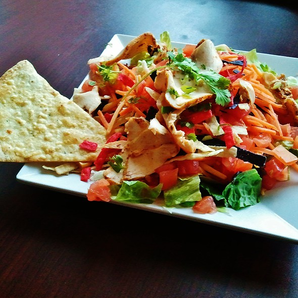 Southwest Salad With Blackend Chicken @ Crispers