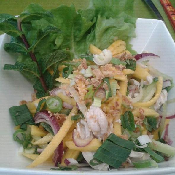 Salade de mangue au poulet  @ Saigon Bangkok (St-Josse)