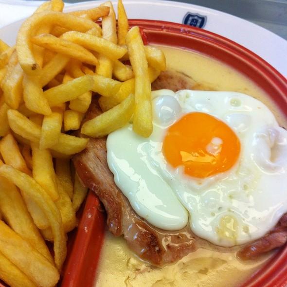 Portug lia vasco da gama pork steak w portug lia 39 s for Authentic portuguese cuisine