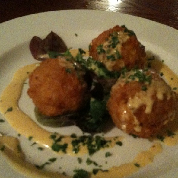Deep Fried Mac And Cheese Balls @ Hammerhead's