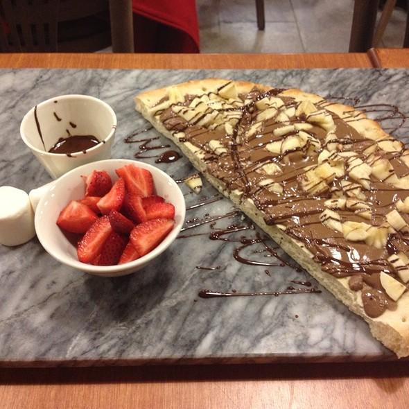 Banana Nutella Pizza @ Cacao 70
