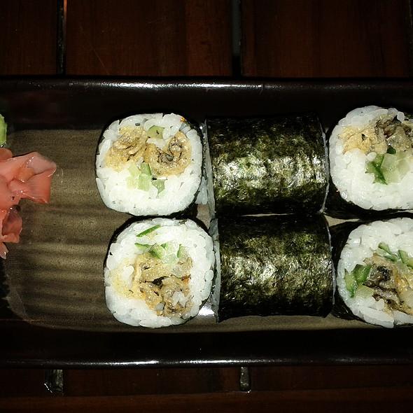 Uramaki Sushi Salmon/Losos @ Sugoi Tei