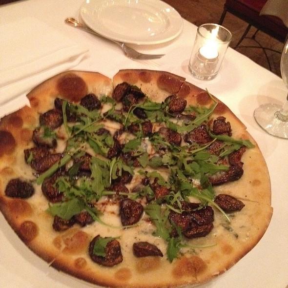 Gorgonzola Dulce, Fig And Arugula Pizza @ Il Poggiolo