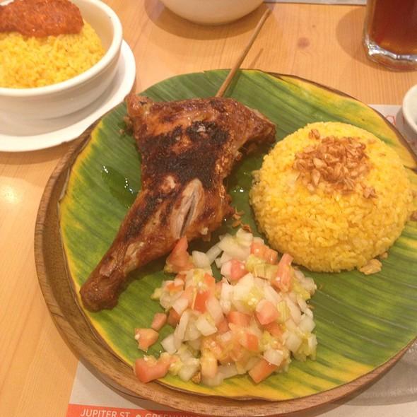 Chicken With Garlic Rice And Talangka Rice Yum Yum @ Bacolod Chicken Inasal