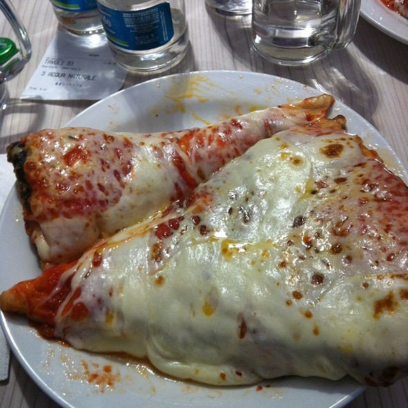 Pizza Abbondante @ Spontini Sanzio Srl
