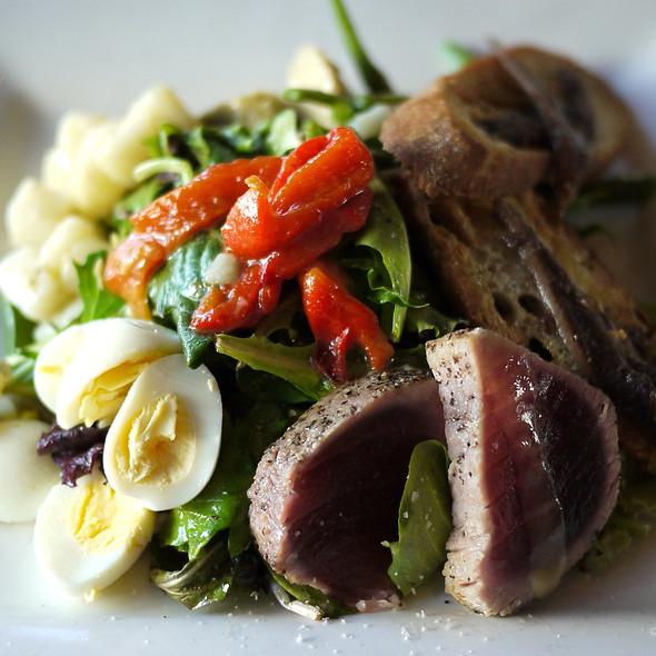 Niçoise salad @ Chez Papa Bistrot
