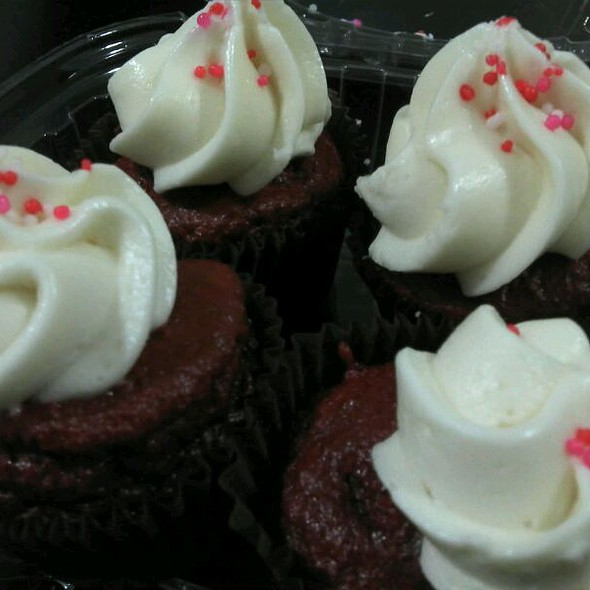 mini red velvet cupcakes @ Fresh Catch