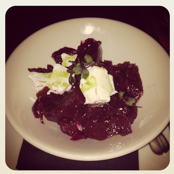 Beets, Goat Cheese, Sherry Vinagrette @ Vinology