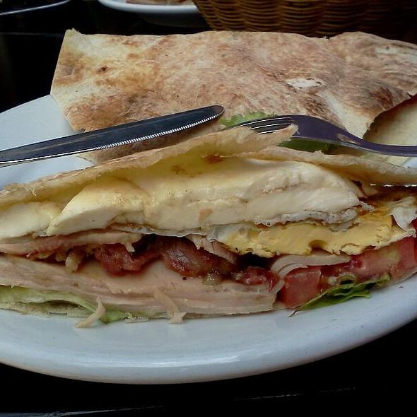 Beirute De Peito De Peru E Bacon @ Lanchonete Flor Da Marechal