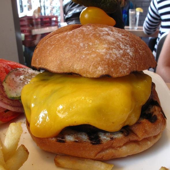 Cheeseburger @ Carte Blanche (Hotel Gansevoort)