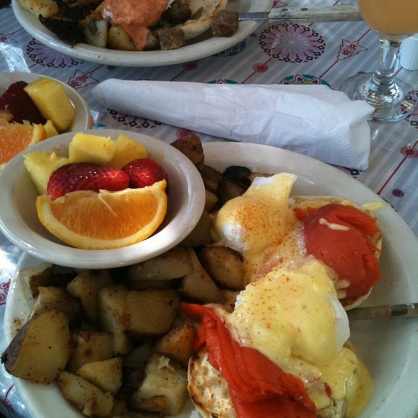 Alaskan Benedict @ Magnolia Cafe South