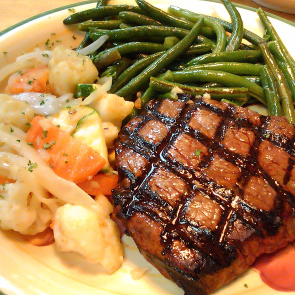 Sirloin Steak with Chef's Veggies & Sauteed Green Beans @ the Fort Grille