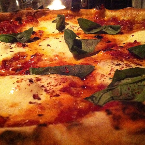 Margherita Pizza @ Tennessy Willems