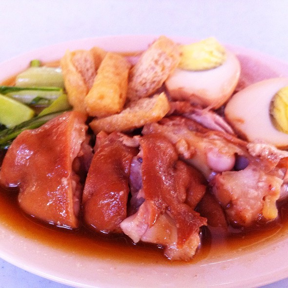 Bangkok-Style Pork Knuckle @ Genting Cafe
