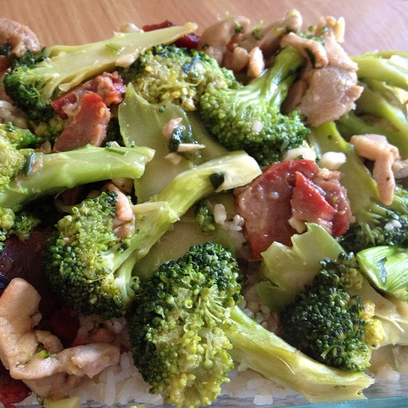 Broccoli With Bbq Pork & Chicken Over Brown Rice @ Home