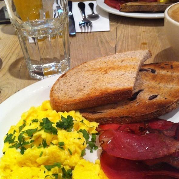 Scrambled Eggs @ Le Pain Quotidien
