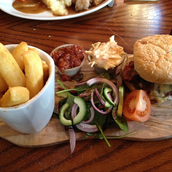 Burger & Chips @ The White Buck Inn