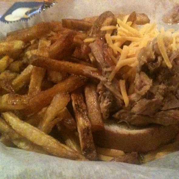 Pulled Pork Bbq Sandwich & Fries
