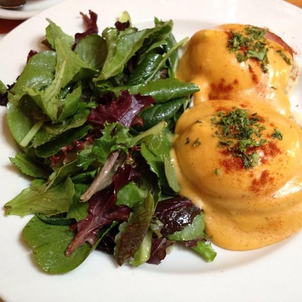 Eggs Benedict @ Chez Maman