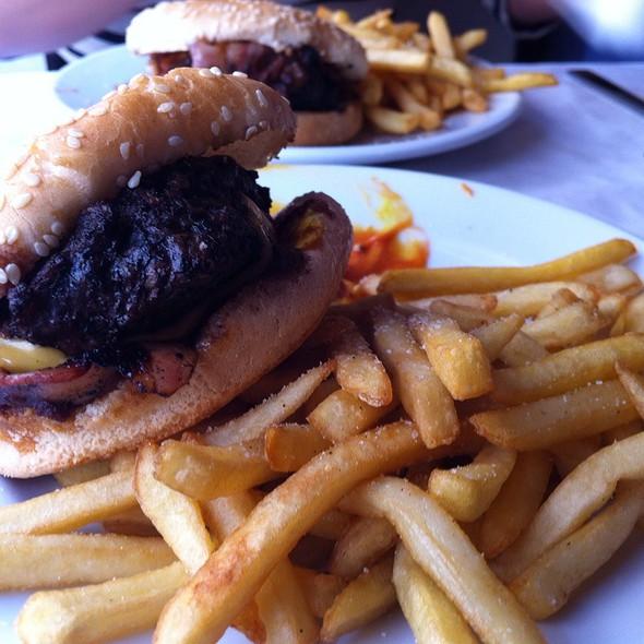 Hamburguesa Alfredo's Con Bacon Y Queso @ Alfredo's Barbacoa