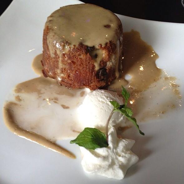 Carrot cake with vanilla ice cream - Tortino alla carota con gelato alla vaniglia @ 901 Restaurant