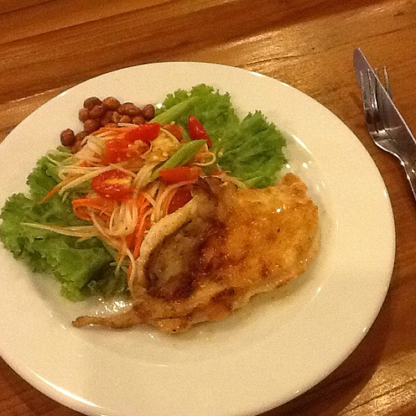 Papaya & Carrot Salad With Fried Chicken & Peanut @ Amigos Restaurant