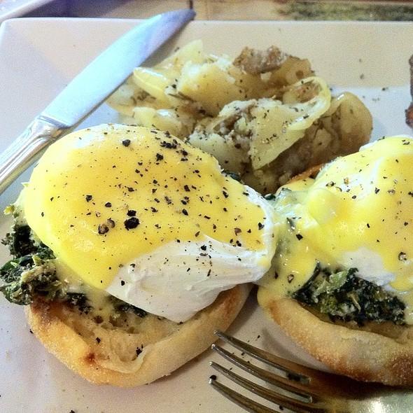 Eggs Florentine @ La Boulangerie (Tradicion Française)