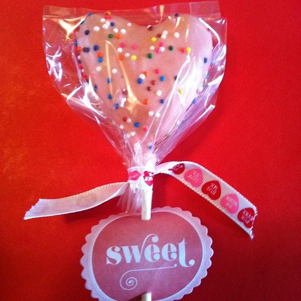Valentines Cake Pop @ Anastasia's Kitchen