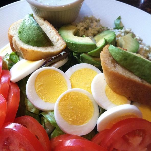 Roasted Turkey Cobb Salad @ Bakers Crust Cafe