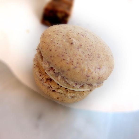 Ube Macarons @ DeLise dessert cafe