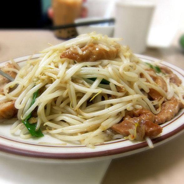 Pork Intestine with bean sprout @ Broadway Cafe