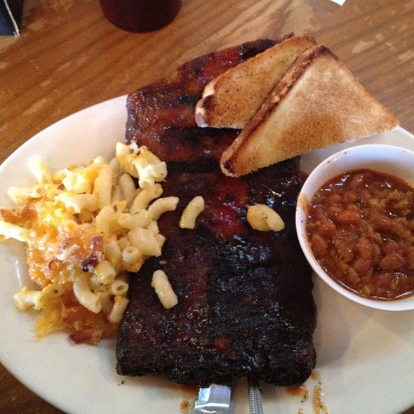 Half Slab Of Ribs With Mac-N-Cheese And Baked Beans @ Mac's Speed Shop