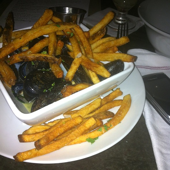 Moules Absinthe - Carlsbad Mussels, Absinthe Broth, Fries @ Peche