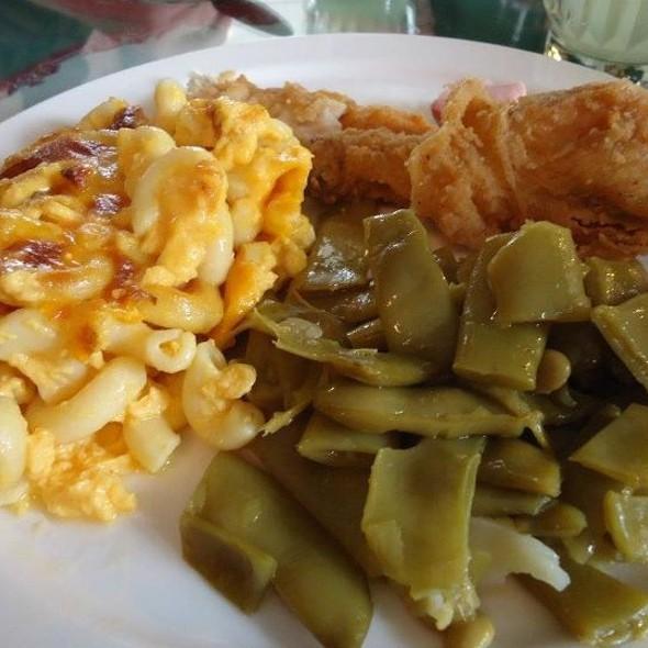 Southern Fried Chicken, Mac & Cheese & Green Beans From Buffet @ Blue Willow Inn Restaurant
