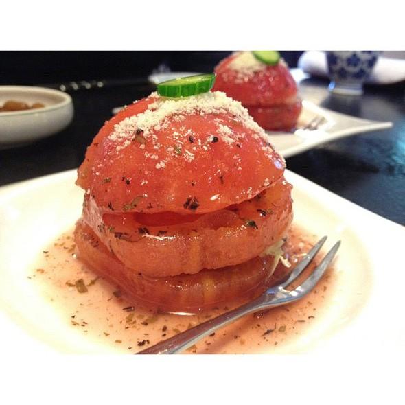 tomato salad  porn  #igerstaiwan #taichung #taiwan #sydneycommunity #nom #tomato @ 明園日本料理